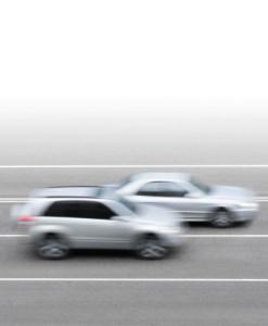 Zu schnell gefahren? Ein Bußgeld droht auch für die Geschwindigkeitsüberschreitung außerorts.