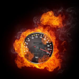 Es drohen Bußgelder und Strafen bei einer Geschwindigkeitsüberschreitung innerorts.