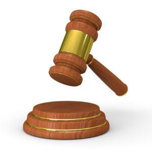 Wer die StVO-Regeln am Bahnübergang missachtet, erhält eine Strafe.