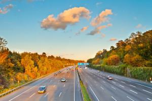 Geisterfahrer auf der Autobahn sind sehr gefährlich. Verhalten Sie sich auch unter Stress korrekt.