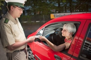 Auch Autofahrer haben bei der Polizeikontrolle Rechte.