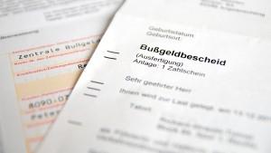 Wie viele Punkte in Flensburg drohen, steht im Bußgeldbescheid.
