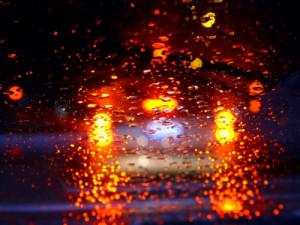 Auch bei schlechtem Wetter ist die Beleuchtung am Auto zu erkennen.