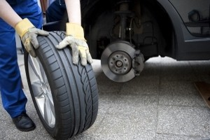 Reifen sollten regelmäßig kontrolliert werden.