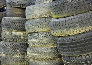 Der Hausmüll ist der falsche Ort um Reifen zu entsorgen.