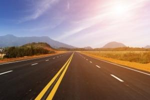 Die Fahrstreifenbegrenzung unterstützt Autofahrer bei der Orientierung im Straßenverkehr.