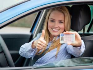 Informationen werden auf dem Führerschein in Kennziffern codiert.
