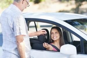 Bei Entzug der Fahrerlaubnis in der Probezeit gibt es den EU-Führerschein nicht ohne MPU zurück.