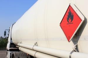 Wird Gefahrgut mit dem Lkw transportiert, muss dieser gekennzeichnet sein.