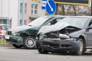Werden bei dem Wenden mit dem Auto Fehler gemacht, kann ein Unfall die Folge sein.