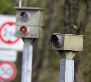 Lichtschranken-Blitzer sind häufig auf deutschen Straßen zu finden.
