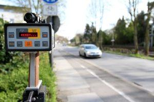 Der LEIVTEC XV2 kann zur mobilen Geschwindigkeitsmessung eingesetzt werden.