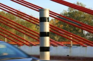 Der PoliScan Speed Tower ist meistens am Straßenrand oder auf dem Mittelstreifen zu sehen.