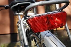Fahrradbeleuchtung: Nicht die StVO sondern die StVZO regelt, was erlaubt ist und was nicht.
