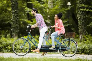 Die Vorschriften der StVO bezüglich der Vorfahrt müssen auch auf dem Fahrrad beachtet werden.