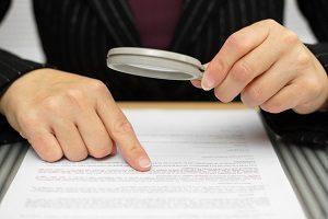 Die Fahrerlaubnisverordnung (FeV) klärt die Bedingungen für die Erteilung der Fahrerlaubnis.