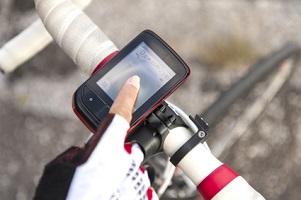 Sie dürfen das Handy auf dem Fahrrad als Navigation benutzen.