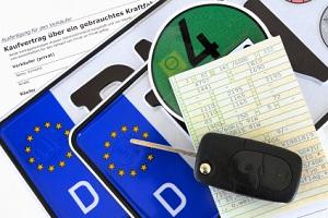 Die Zulassung von Fahrzeugen ist in der FZV geregelt.