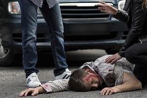Von einem Auto angefahren: Schmerzensgeld kann vom Geschädigten geltend gemacht werden.