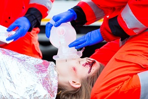 Wird eine Person von einem Auto angefahren, können schwere Verletzungen die Folge sein.
