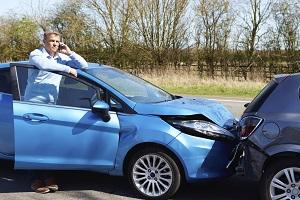 Ein Unfall mit dem Mietwagen kann sowohl im In- als auch im Ausland passieren.