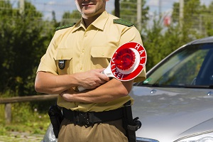 Wer von der Polizei oder einem Blitzer erwischt wird, dem drohen Strafen.