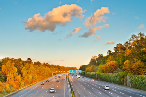Bußgeld auf der Autobahn: Zu hohe Geschwindigkeit kann teuer werden.