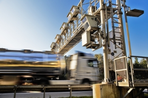 Der Bußgeldkatalog für die Geschwindigkeitsüberschreitung außerorts ist weniger streng.