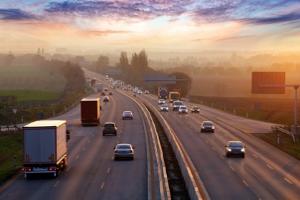 Die Geschwindigkeitsüberschreitung auf der Autobahn ist häufig Unfallursache.