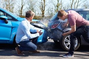 An dem Unfall sind beide Fahrer Schuld. Wer zahlt was? Hier mehr dazu!