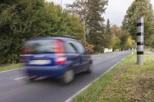 Auch die Missachtung des Tempolimits ist eine Ordnungswidrigkeit im Straßenverkehr.
