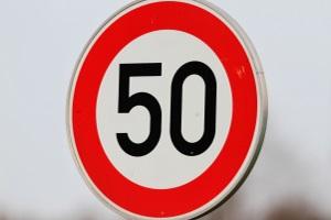 Geschwindigkeitsbegrenzung durch Verkehrszeichen