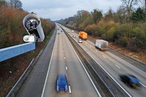 Die Geschwindigkeitsüberwachung kann auf verschiedene Weisen erfolgen.