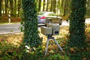 Eine mobile Geschwindigkeitsüberwachung kann z. B. per Radar oder Laser stattfinden.