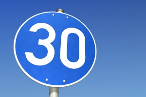 Ein Schild kann eine Mindestgeschwindigkeit konkret vorschreiben.