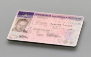 Fahrverbot und Führerschein abgeben: Wo dies zu tun ist, steht auf dem Bußgeldbescheid.
