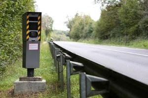 20 oder 30 km/h zu schnell auf der Landstraße? Der Bußgeldkatalog bestimmt die Sanktionen.