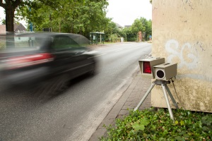 Radar: Eine Attrappe darf nicht im öffentlichen Straßenland stehen.