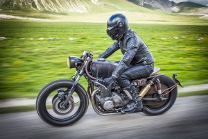 Die Straßenverkehrsordnung bestimmt fürs Motorrad, welche Verkehrsregeln allgemein und im Besonderen gelten.