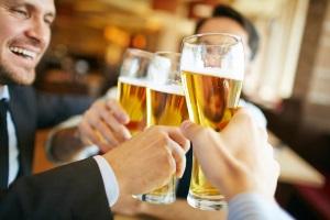 Wie viel Promille welcher Alkohol bedeutet, hängt auch von der Art des Getränks ab.