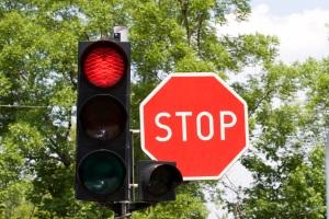 Qualifizierter Rotlichtverstoß: Ein Fahrverbot von einem Monat ist meist unumgänglich.