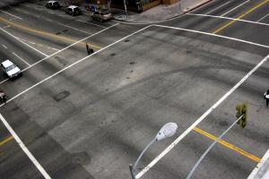 Der Mindestabstand zur Ampel beim Parken beträgt mindestens 10 Meter.