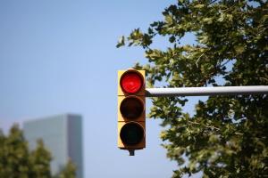 Eine Lichtzeichenanlage kann laut StVO auch als Dauerlichtzeichen fungieren.