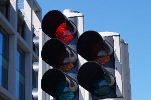 Eine Lichtzeichenanlage hat Vorrang vor anderen Verkehrszeichen.
