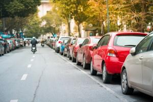 Es wird unterschieden, ob Verkehrsteilnehmer andere behindern (z. B. beim Parken) oder gefährden.