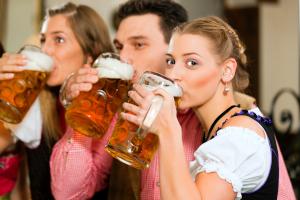 Alkohol ist in der Probezeit tabu. Im Verkehr gilt die 0,0-Promillegrenze.