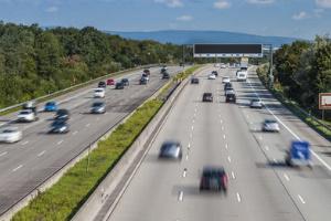 Höchstgeschwindigkeit: Auch außerhalb geschlossener Ortschaften ist diese gesetzlich definiert.