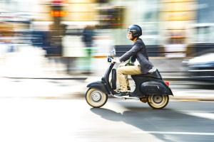 Eine Zulassung braucht ein Kleinkraftrad nicht, ein Betriebserlaubnis jedoch schon.